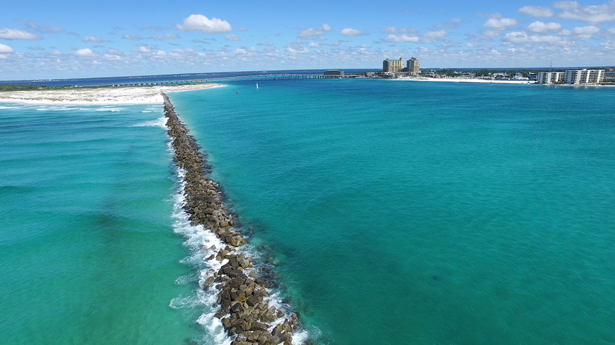 What Makes Destin S Water Green